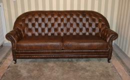 Zakázková výroba kožených pohovek a sedaček v anglickém stylu Chesterfield