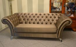Značkový čalouněný nábytek potažený kůži, luxusními látkami