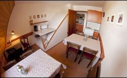 Ubytování v soukromí Benecko - Krkonoše, jídelna