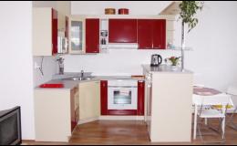 Zakázková výroba kuchyní a jídelních stolů