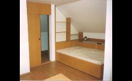 Skříně, postel a vybavení bytů na míru - PLAST K METAL