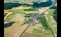 Malebná obec Sukorady na Mladoboleslavsku