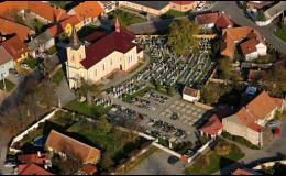 Obec Kněždub, okres Hodonín, pohled na hřbitov nazývaném Slovácký Slavín