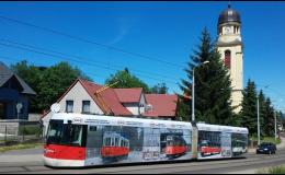 Velkoplošná reklama na autobusy a tramvaje