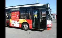 Reklamní polep plochy nárazníku na zadní části autobusu