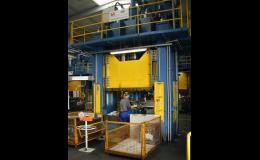 Hydraulické lisy pro výrobu autodílů