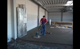 pokládka hlazených cementových potěrů