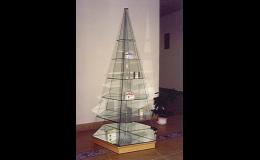 Otočná skleněná vitrína