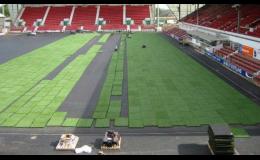 Snadná montáž a demontáž umělého trávníku