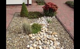 kamenné prvky v zahradě