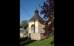 Kaplička sv. Jana Nepomuckého na návsi obce Pašinka