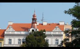Pokládka pálené střešní krytiny Praha – střecha na několik generací