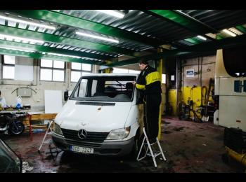 AUTOSKLO SERVIS CZ nabízí expresní výměnu autoskel