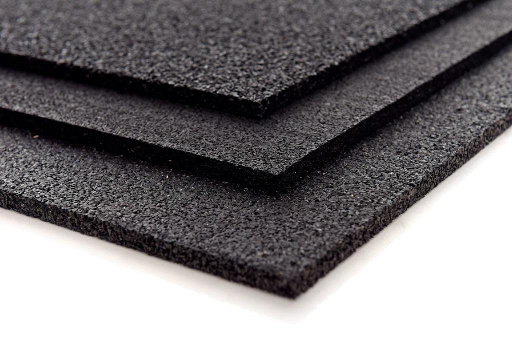 Pryžové elastické, černé tlumící desky Praha