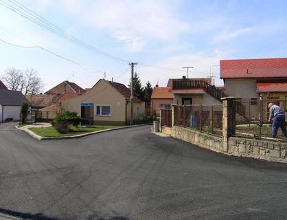Obec Zlončice v blízkosti města Kralupy nad Vltavou