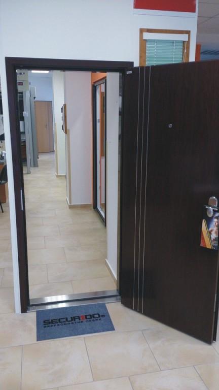 Prodej a montáž plastových dveří