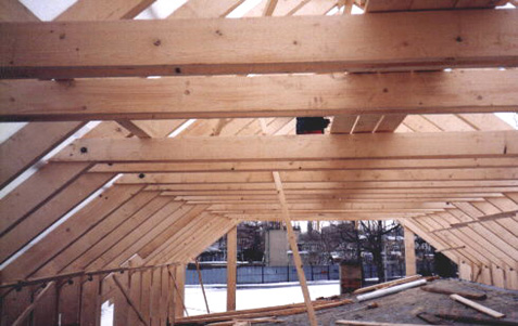 Konstrukce sedlové střechy