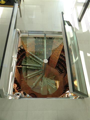 Výroba ze skla na míru, Interiérová skleněná vinotéka