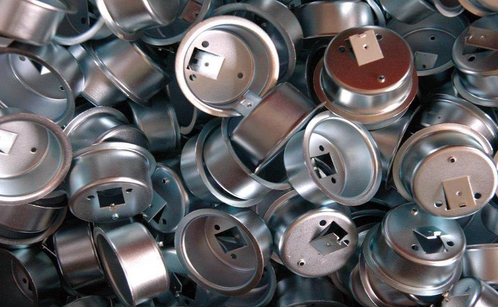 Hromadné i závěsové galvanické zinkování a povrchová úprava kovů