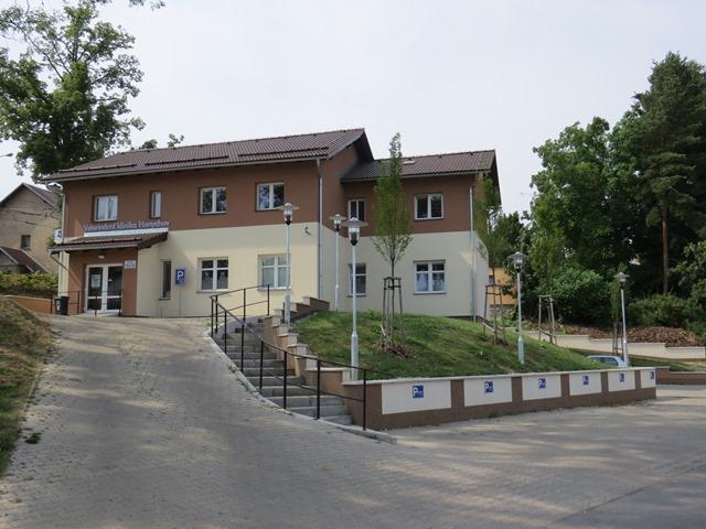 Parkovací nájezd Veterinární klinika Hanychov
