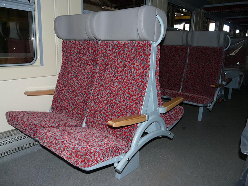 Tramvajová a vlaková sedadla