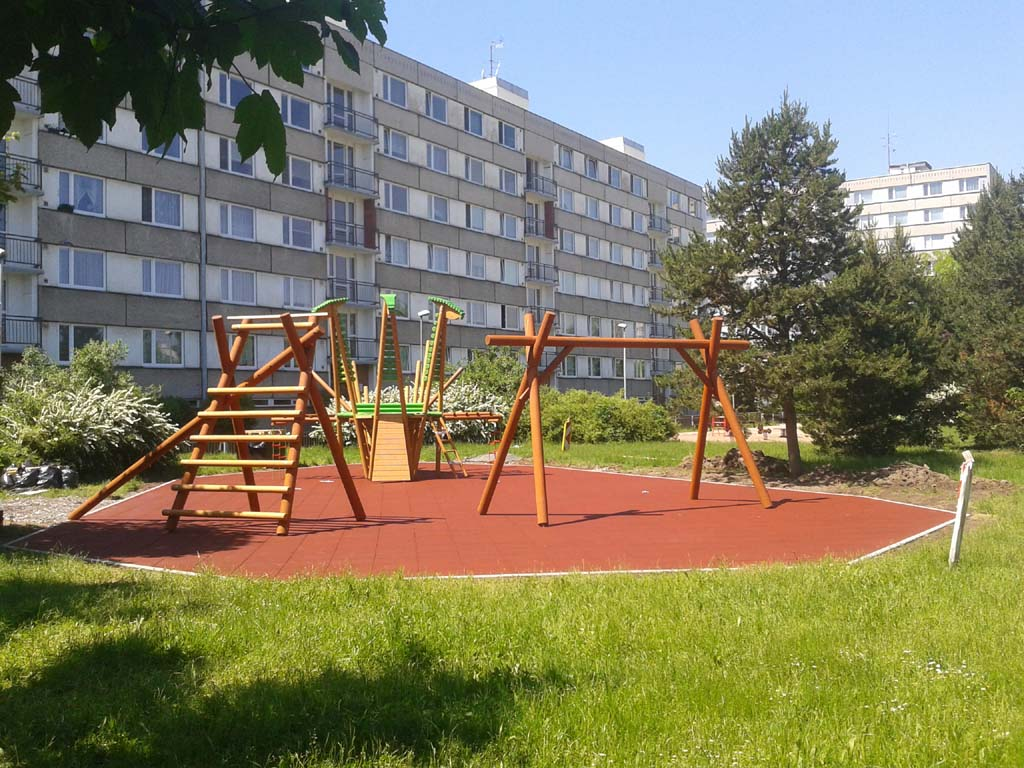 Povrchy dětských hřišť Praha
