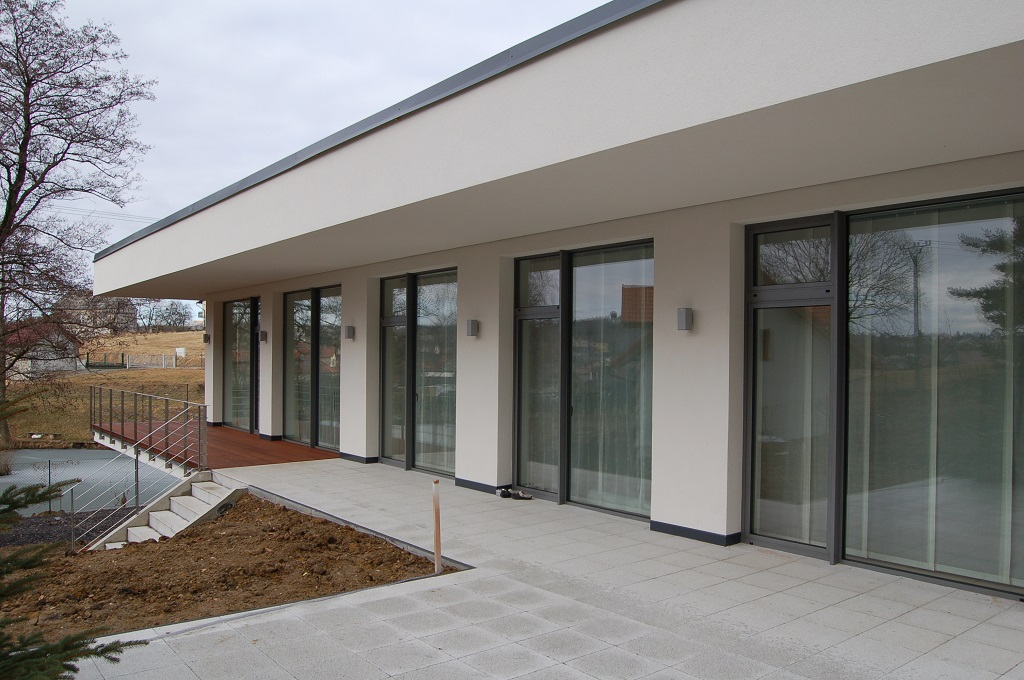 LOP realizace, s.r.o. Plastová a hliníková okna