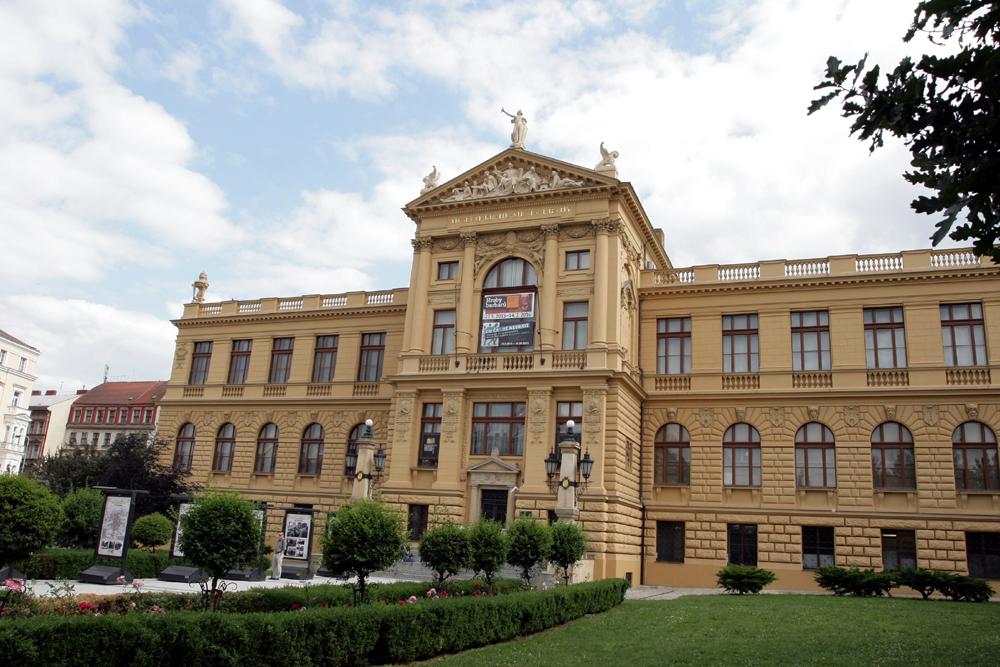 obnova fasády muzea Hl m. Prahy