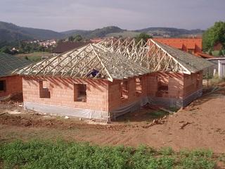 Výroba a montáž střešních konstrukcí na klíč pro rodinné domy