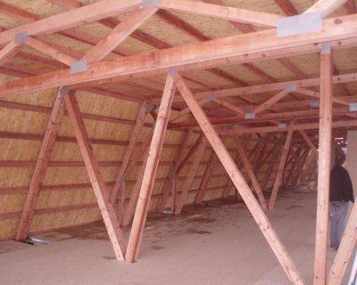 Výroba a montáž dřevěných příhradových vazníků pro haly a jiné objekty