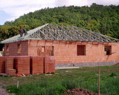Dřevěné příhradové vazníky pro rodinné domy