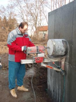 Jádrové vrtání do betonové stěny, BBG-BENDA, s.r.o.