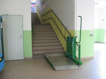 šikmá schodišťová plošina, MANUS Prostějov, spol. s r.o.