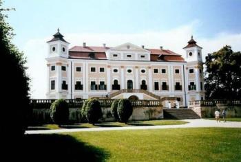 Barokní zámek Milotice, Obec Milotice