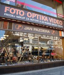 Zrcadlovky, kompakty, Praha, Jan Pazdera Foto Pazdera