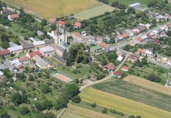 Kostel sv. Petra a sv. Pavla, Obec Rataje u Kroměříže