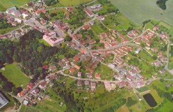 Obec v Jihočeském kraji nedaleko města Dačice, Obec Staré Hobzí