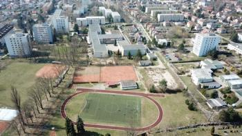Základní škola - letecký pohled, Základní škola, Hradec Králové - Pouchov, K Sokolovně 452