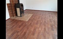 Pokládka vinylových, laminátových i korkových podlah Brno