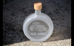 Pískování reklamních lahví