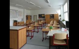 Vybavení kanceláří, učeben a poslucháren