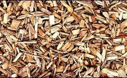 Modřínová kůra a dřevní štěpky