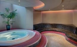 Hotel s relaxačním wellness centrem na střeše hotelu v Brně