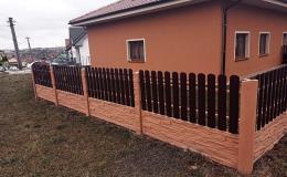Různé typy variant i barev betonových plotů