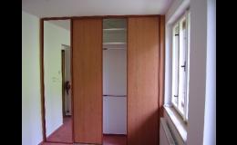 Vyrábíme vestavěné skříně na míru