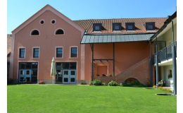 Hotel s ubytováním a restaurací pro konání firemních akcí, teambuildingů