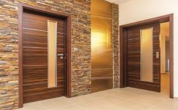 Interiérové dveře vyráběné na zakázku ladící s interiérem domu dodává firma Podlahy a dveře ze Znojma