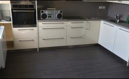 Vinylové a laminátové podlahy do kuchyně