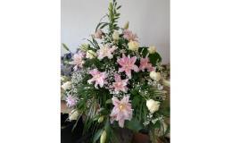 Originální kytice z čerstvě řezaných, umělých květin