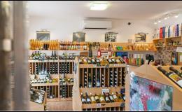 Šumivá, ovocná vína, sekt a mošt - vinotéka ve Znojmě